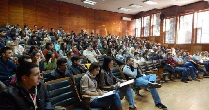 STRUČNJACI ILI POLITIČARI, RTS ILI INTERNET, EU ILI KINA – Istraživanje studenata FPN o COVID-19