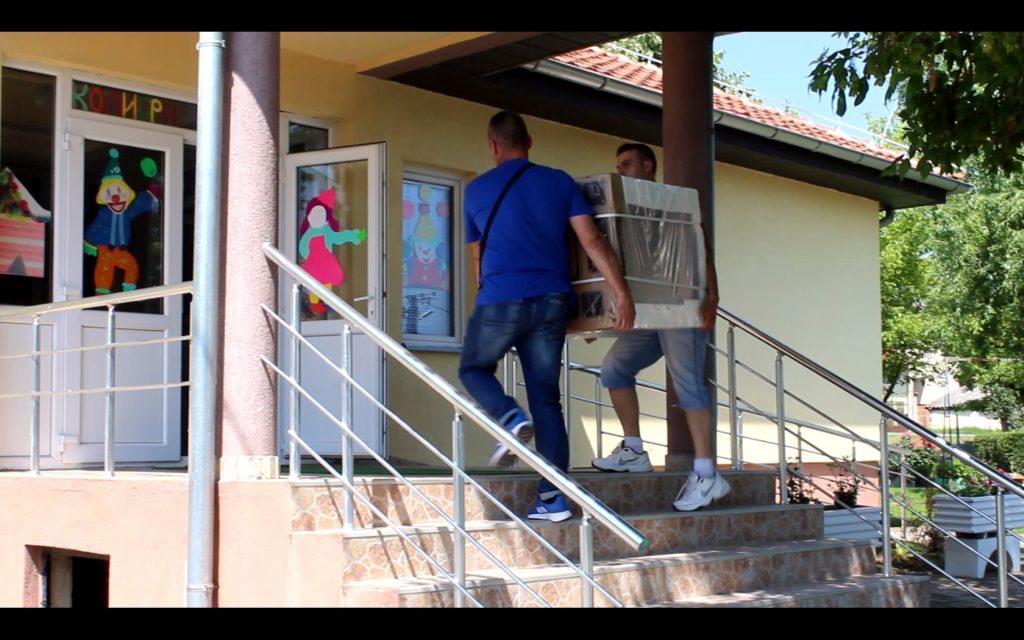 Studenti iz Beograda i Banja Luke donirali pomoć za decu s Kosmeta