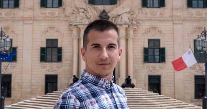 """""""Lako je slaviti tuđe živote, teško je vječnim učiniti svoj""""- Miladin Trišić, mladi pisac iz Republike Srpske"""