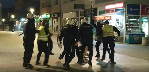 SRAM VAS BILO: Crnogorska policija baca suzavac u salu sa decom i prebija ljude