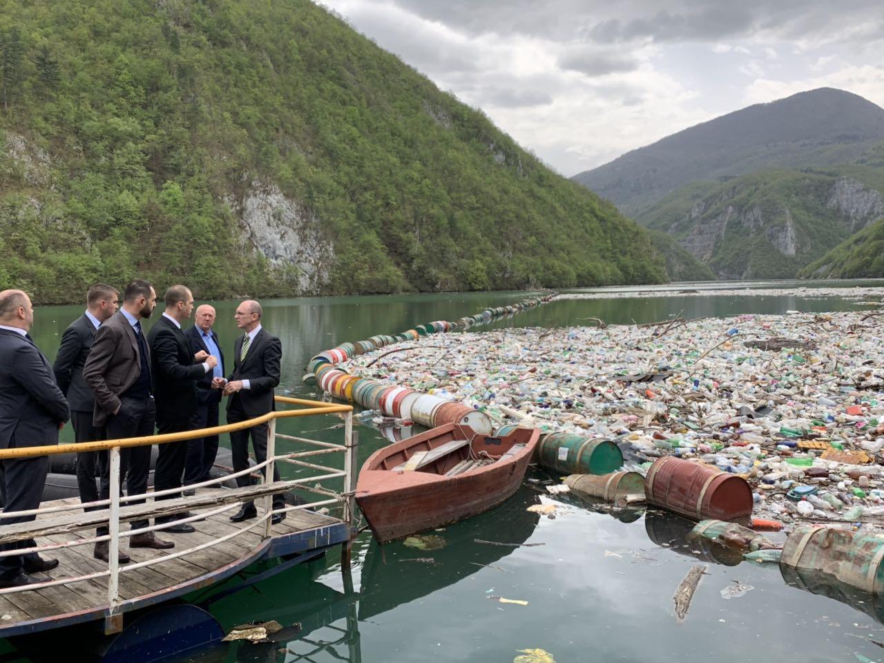 Naše današnje dahije su zatrovane duše i smećem zatrpane reke – Aleksandar Milutinović