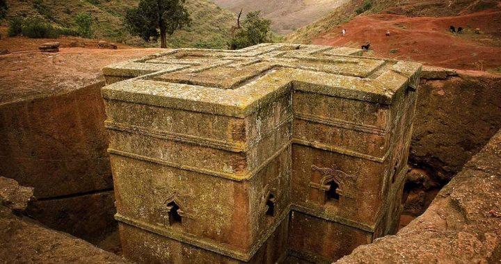"""Osmo svetsko čudo: Crkva u """"Jerusalimu"""" Etiopije koja izgleda kao da je propala u zemlju"""