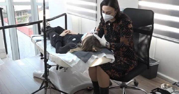 HUMANOST ŠMINKERKE: Rak im uzme obrve, ali im ona nacrta trajno potpuno BESPLATNO (video)