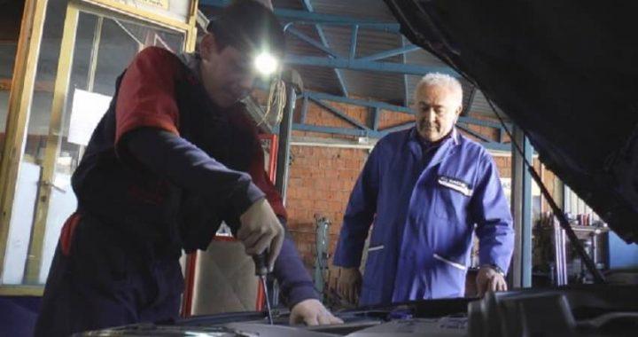 Najmlađi automehaničar u Srbiji: Ima samo 13 godina, a zna više od mnogo starijih FOTO/VIDEO